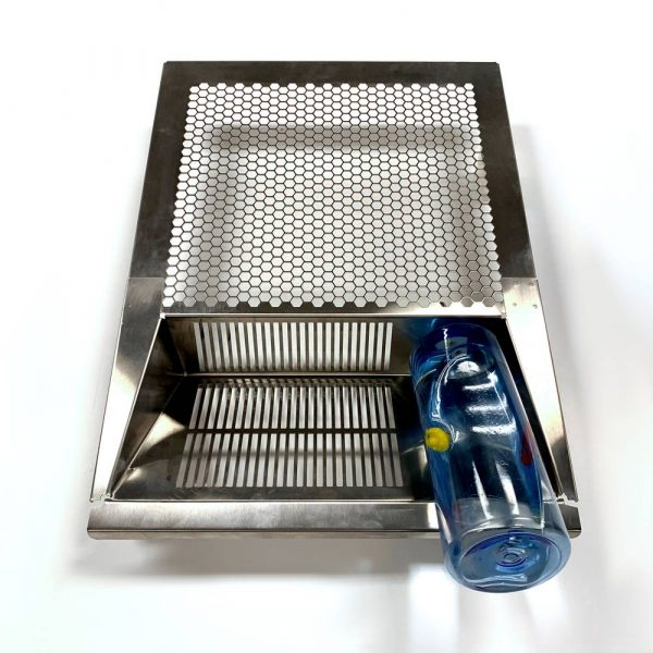 V-35 Rodent Tub Lid from the front with a water bottle